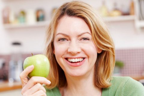 Woman-with-an-apple